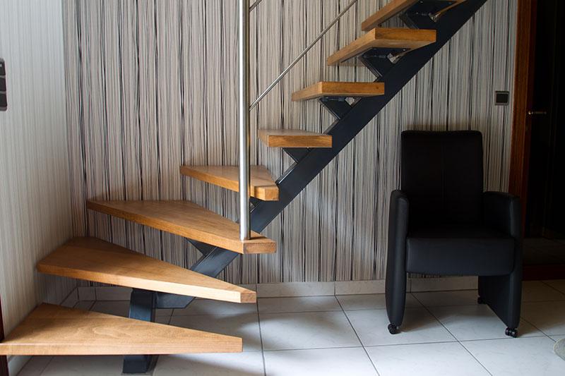 Metalen trappen in gent schrijnwerkerij verhoeven for Spiltrap hout