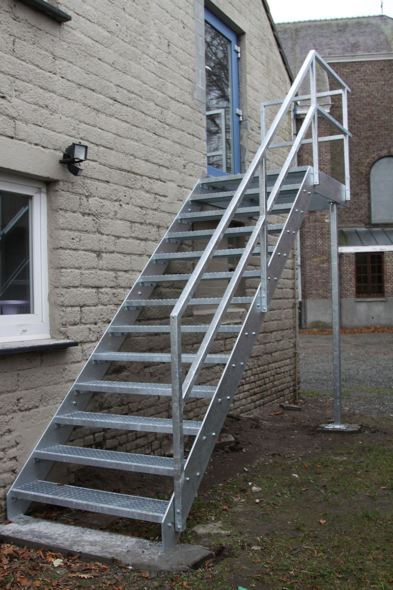 Metalen trappen in gent schrijnwerkerij verhoeven for Stalen trap maken