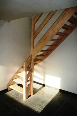 22. Open Kwartdraaitrap Rubberwood, Leuning Met 2 Parallelle Planken
