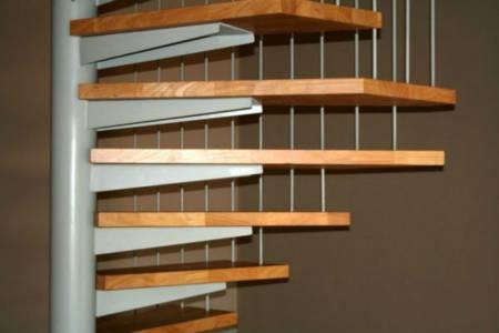 46. Stalen Spiltrap,treden Rubberwood,detail